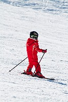 Children learn to ski