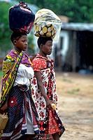 Kenyan women, head load, Mombasa, Kenya, Africa