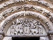 Tímpano con Pantocrátor, Tetramorfos y Crismón en la portada septentrional de la iglesia de San Miguel Arcángel - Estella - Navarra - España