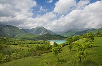 castel san vincenzo, molise, italy, landscape in spring at lago di castel san vincenzo