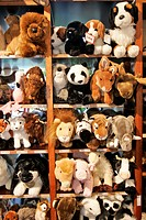 STUFFED ANIMALS, STORE FOR CHILDREN ´DE BEESTENWINKEL´, AMSTERDAM, NETHERLANDS