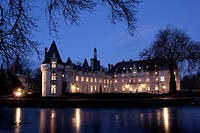 EXTERIOR NIGHTTIME SHOT OF THE CHATEAU D´ESCLIMONT, FORMER RESIDENCE OF THE LA ROCHEFOUCAULD FAMILY, EURE_ET_LOIR 28, FRANCE