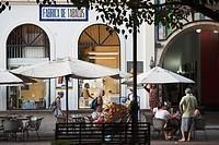Dominican Republic, Santo Domingo, Zona Colonial, Calle El Conde, outdoor cafe, dusk, NR