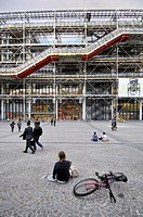 Pompidou Centre. 1977. Architects Renzo Piano, Richard Rogers, Su Rogers, Gianfranco Franchini, Edmund Happold and Peter Rice. Place Georges Pompidou....
