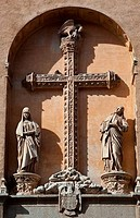 Sculptures on the wall of a church, Toledo Cathedral, Toledo, Castilla La Mancha, Spain