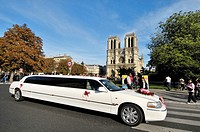 Notre-Dame Cathedral and limousine. Île de la Cité. Paris, France.