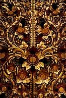 INDONESIA, BALI, KINTAMANI TEMPLE, GILDED CARVED DOOR, DETAIL