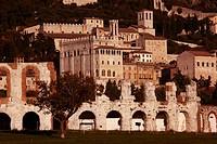 Italy, Umbria, Gubbio, Palazzo dei Consoli and roman amphitheatre