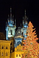 CZECH REPUBLIC PRAGUE. THE OLD TOWN SQUARE. CHRISTMAS MARKET.