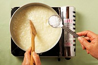 Boiling mung bean porridge