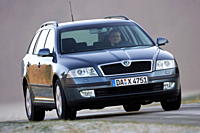 Car, Skoda Octavia 1.6 FSI Combi, hatchback, model year 2004_, Lower middle_sized class, driving, diagonal from the front, frontal view, country road