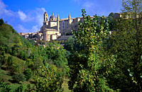 View showing the Ducal Palace in the historic hillside walled city of Urbino