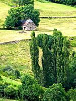 Borda y prados de siega en la Poma - Valle de Gistaín - Sobrarbe - Pirineo Aragonés - provincia de Huesca - Aragón - España
