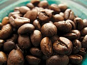 A bowl of coffee beans close_up