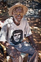 Old man with a Che Guevara T-Shirt, straw hat and glasses looking to the camera, Chinotimba, Zimbabwe, Africa