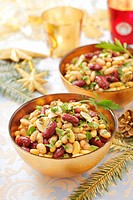 Bean salad with garlic and herbs