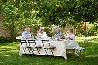 Family having lunch outdoors (thumbnail)