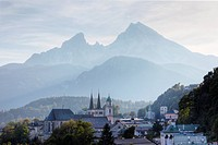 City view with parish church of St. Andreas and the twin towers of the collegiate church of St. Peter und Johannes der Taeufer, Mt. Watzmann in the ba...