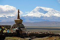 Tibetan Buddhism, stupa, chorten, Darchen pilgrimage site, snow-covered mountain Gurla Mandhata, Kailash region, Himalayas, Tibet Autonomous Region, P...