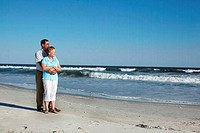 Romantic couple on the beach, Far Rockaway, Queens, New York City, New York State, USA