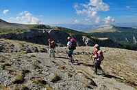 Hiking, trekking group in the Haute Verdon mountains, Alpes-de-Haute-Provence, France, Europe