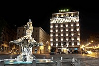 Fontana del Tritone by Gian Lorenzo Bernini and Hotel Bernini Bristol by Ettore Rossi by night, Piazza Barberini, Rome, Latium, Italy, Europe