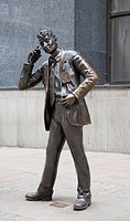 Bronze statue representing a stock broker with cell phone, London, Great Britain, Europe