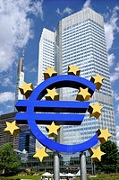 Euro sign, Commerzbank Tower, European Central Bank, ECB, Willy_Brandt_Platz square, financial district, Frankfurt am Main, Hesse, Germany, Europe