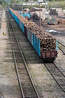 Timber loading in railroad box cars, Finland
