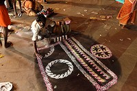 Man painting floor painting, Thaipusam Festival, Hindu festival, Palani, Tamil Nadu, Tamilnadu, South India, India, Asia