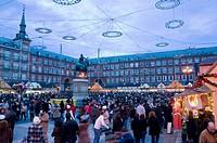 People walking around a street market in Main Square, Plaza Mayor, Comunidad de Madrid, Spain, Europe
