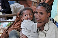 Ethiopian mother with baby, small girl, market of Arsi Negelle, Oromia, Ethiopia, Africa