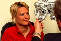 A young female ba the eye specialist