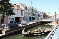 Traffic in the neighborhood of Amiens Saint Leu, can also be achieved by boats on the sum