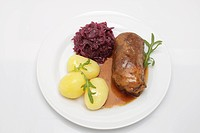 Stuffed beef roulade with gravy, red cabbage and boiled potatoes