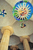 Detalle del techo de la sala hipóstila del Park Güell, Antoni Gaudí i Cornet Siglo XX, Barcelona, Catalunya, España