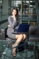 Germany, Bavaria, Business woman with laptop (thumbnail)