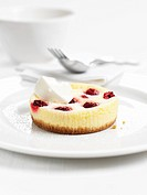 Mini cheese cake with raspberries and creme fraiche