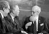 International non_nuclear forum. Soviet scientists in a round_table discussion on ´Ecology and the World´ at the international forum ´For a Non_Nuclea...