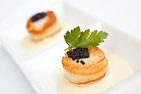 Scallops in a white sauce with caviar