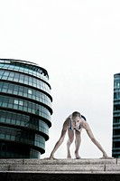 Athlete in the starting blocks at London´s City Hall
