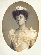 Alice Roosevelt 1884_1980, in a white frilled dress, was the daughter of President Theodore Roosevelt and his deceased first wife, Alice Hathaway Lee....