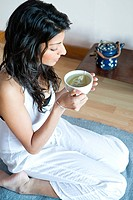 Women drinking green tea