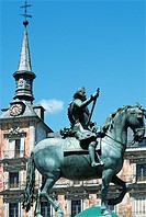 Spain, Madrid, Plaza Mayor, Felipe III statue.