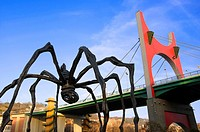 """Mama"" sculpture made by Louis Bourgeois, outside Guggenheim Museum and ""La Salve"" bridge Bilbao, Vizcaya, Basque Country, Spain, Europe"