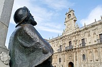 Statue of the pilgrim in the city of Le&#243;n, Spain