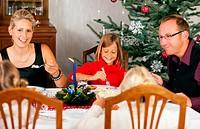Weihnachtsessen in Familie
