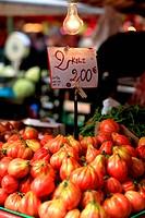 pomordori cuore di bue, mercato di porta palazzo, torino, italia