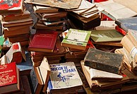 Secondhand books on stall in famous street market in calle Ferria, in barrio Macarena, Seville, Spain, Europe