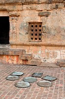 Metal food trays drying, Tanjore temple, Tamil Nadu (thumbnail)